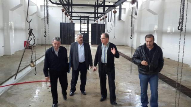 طبيب قضاء عكار متفقدا مسلخ اللحوم في حلبا